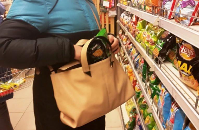 В Юдино из магазина украли продукты