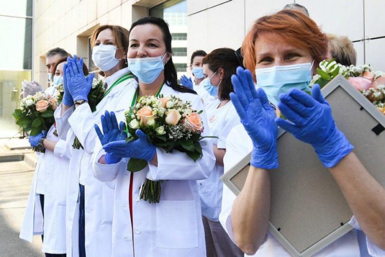 Андрей Воробьев наградил сотрудников клинического госпиталя «Лапино»