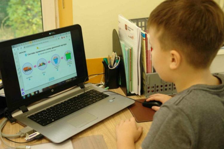 Около 47 тысяч школьников округа учились дистанционно
