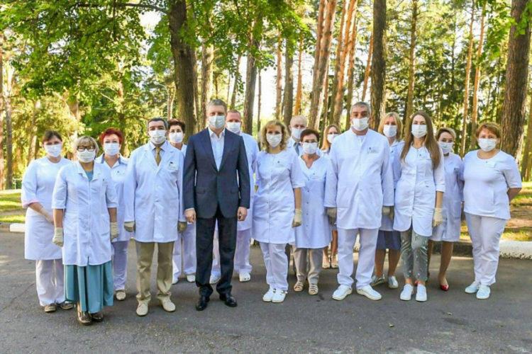 Губернатор наградил сотрудников Звенигородского клинического центра