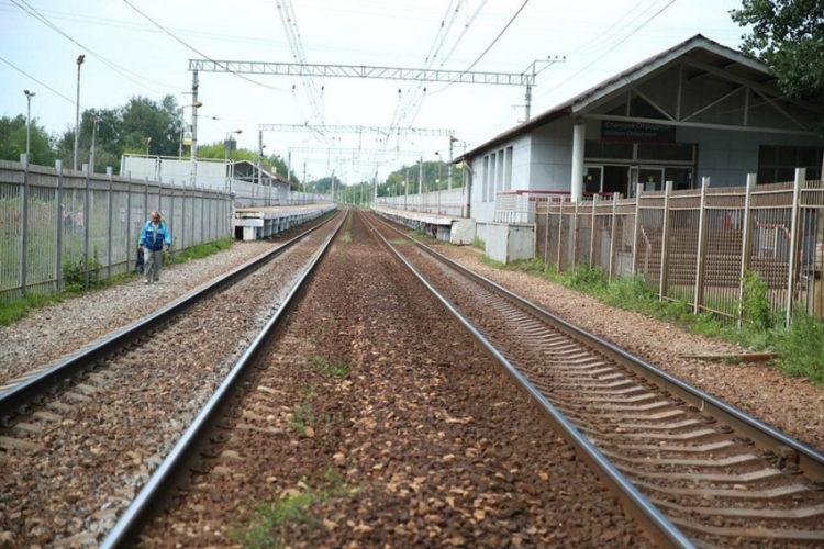 Дорога к переходу у платформы «Отрадное» станет удобной