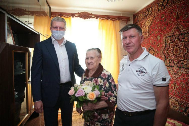 Андрей Иванов поздравил участницу войны Антонину Сергеевну Ермолаеву с 75-летием Победы