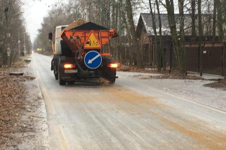 Последствия ледяного дождя устраняли более 1000 человек и 100 единиц техники