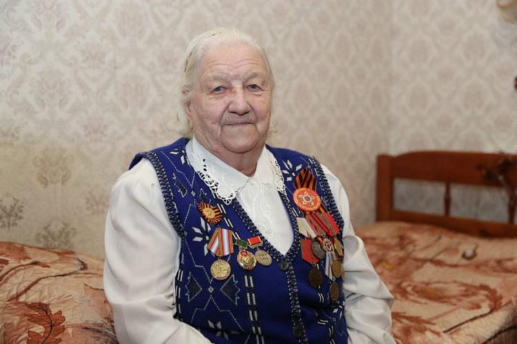 Ветеран труда Великой Отечественной войны получила в подарок стиральную машину